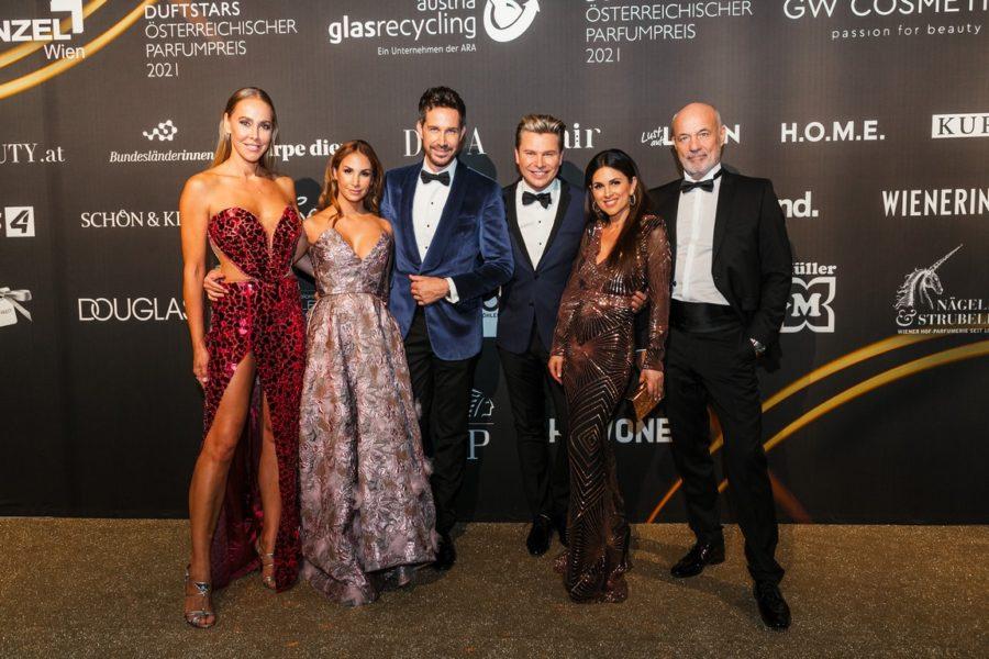 DUFTSTARS GALA 2021: Adi Weiss & Michael Lameraner mit ihren Gästen Sylvia Walker, Sila Sahin-Radlinger und Viktoria & Heiner Lauterbach. (Foto Philipp Lipiarski)