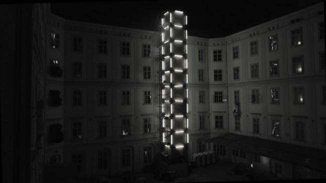 """Installationen """"Tower"""" von NEON GOLDEN und """"UN-retained"""" von Sabine Molenaar /Cie. Sandman, (Foto Klanglicht)"""